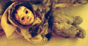 The mummified remains of the six month old baby. Photograph by Choffa. c/o Wikimedia Commons