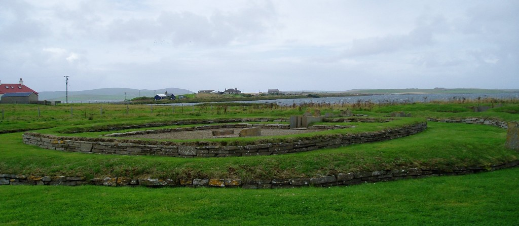 Ritual structure at Barnhouse, entrance aligned with House Two entrance, with Ness of Brodgar Temple site in distance. Photo by Val Williamson.